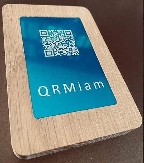 Support en bois noble vendu par QRmiam