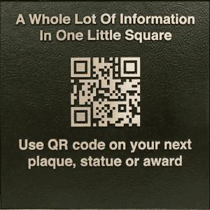 Une plaque en métal gravé au laser pour afficher votre QRcode